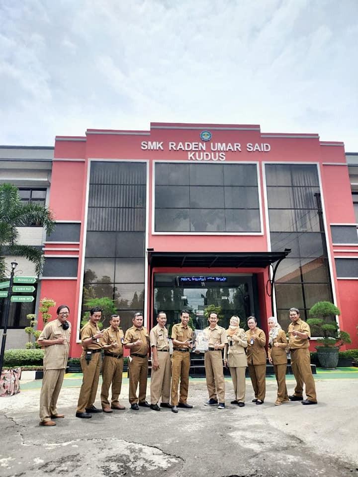 Studi Banding Kurikulum SMK Bhina Tunas Bhakti Juwana ke SMK Raden Umar Said Kudus