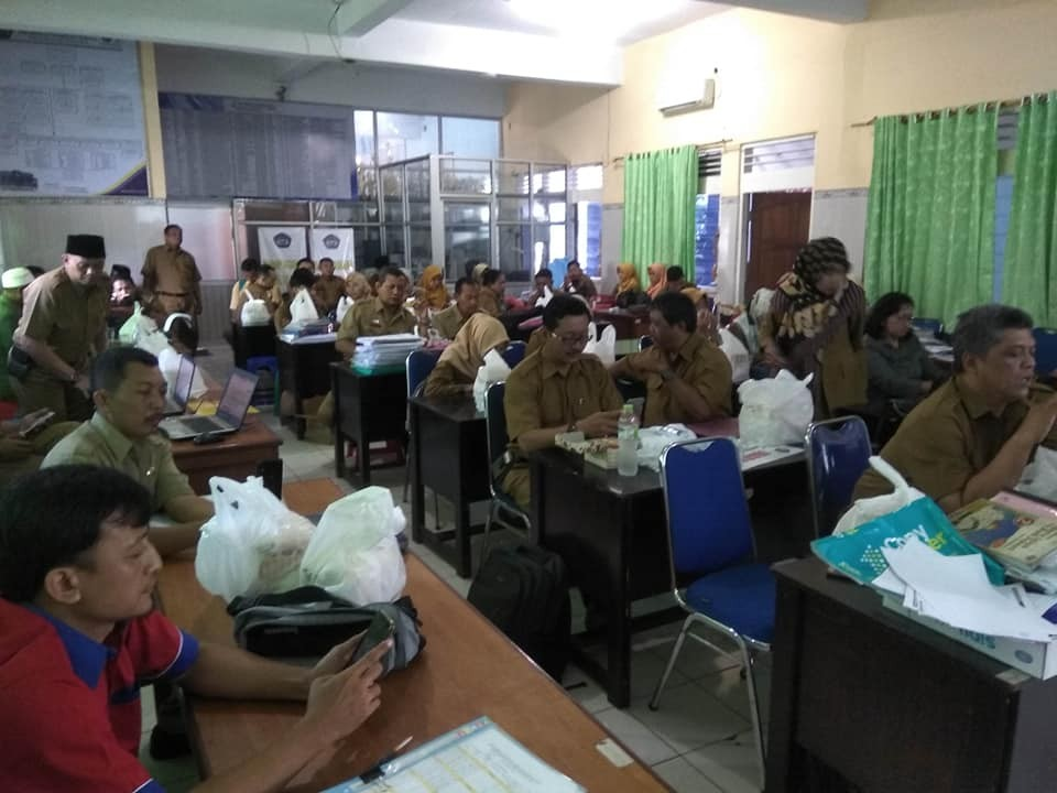 PEMBEKALAN DAN PELATIHAN PEMBELAJARAN BERBASIS ONLINE (E-LEARNING)MENGGUNAKAN EDMODO SIAGA CORONA